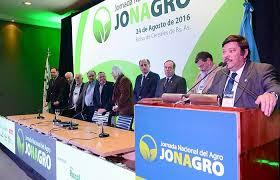 """Guiño al campo: Macri prometió que las retenciones no serán permanentes y pidió """"un último esfuerzo""""."""